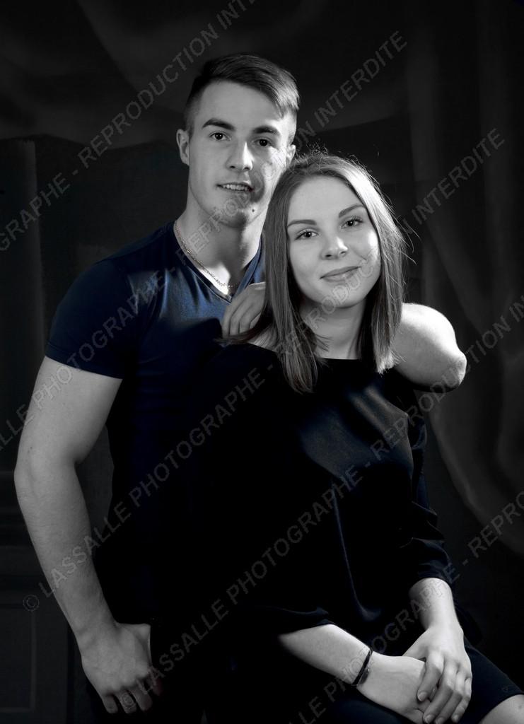 Couple en noir et blanc et couleur